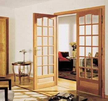 Гармоничное сочетание дверей и ламината