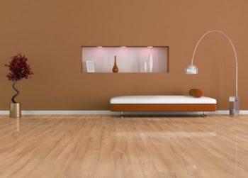 Светлые глянцевые поверхности полов отлично дополняют цветовую гамму помещения