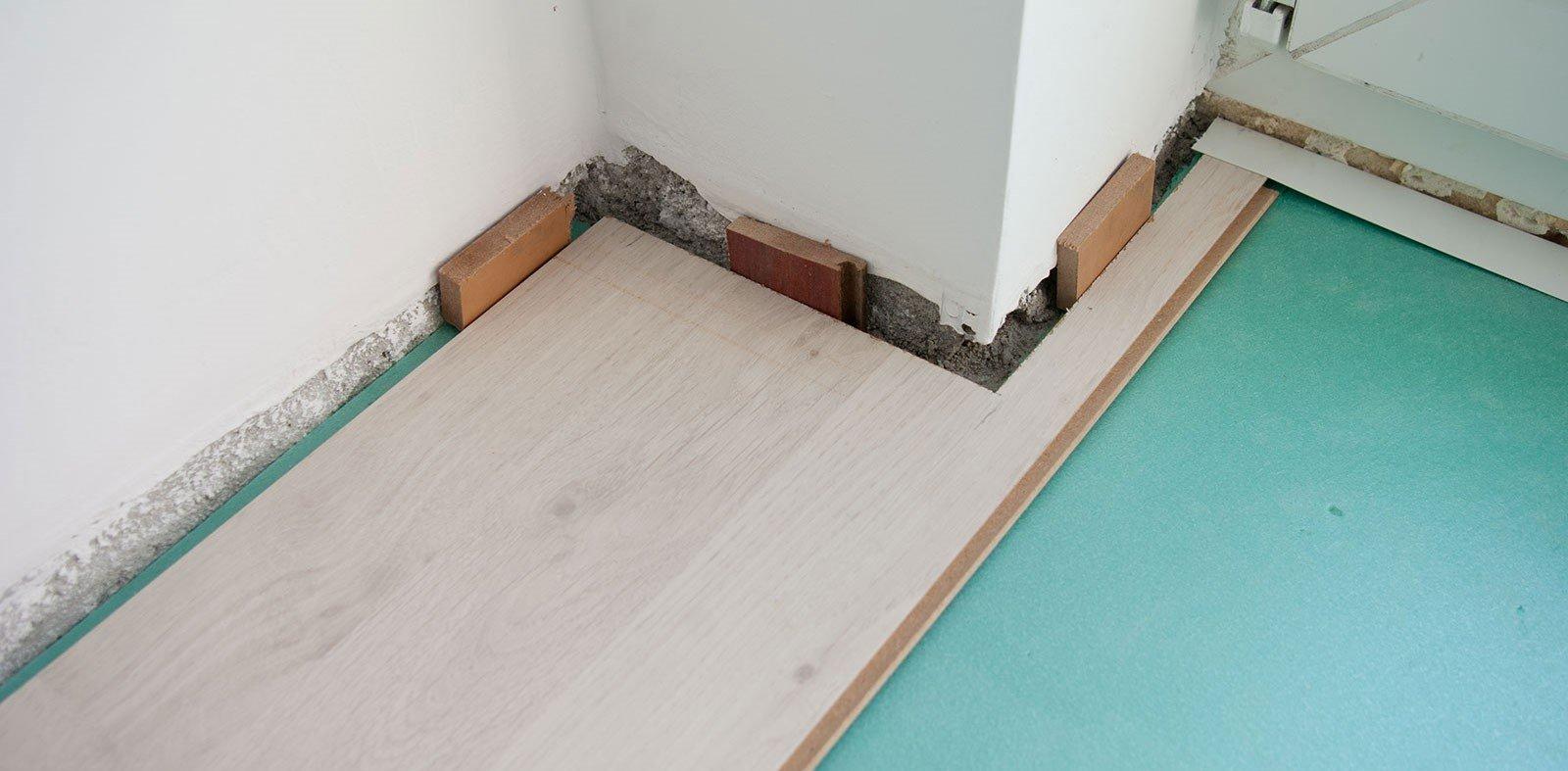Как правильно положить ламинат своими руками на бетонный пол