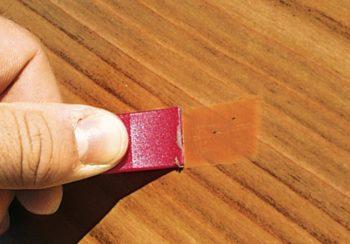 Паста для устранения царапин должна подбираться строго под цвет ламината