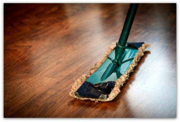 Защитный слой не должен натираться жесткими ворсинками щеток