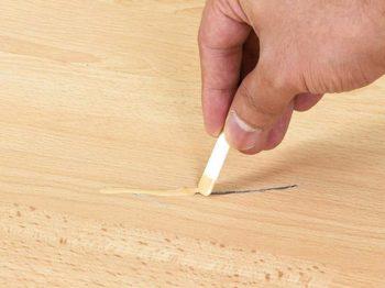 Шпаклевка для устранения царапин на ламинате