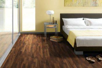 Один из вариантов использования покрытия цвета орех в дизайне интерьера помещения