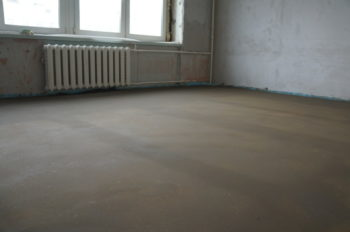 Выравнивание пола бетонной стяжкой под ламинат