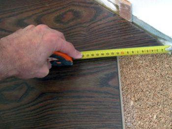 Подгонять размер последней панели в ряду необходимо аккуратно, следует внимательно произвести ее замер