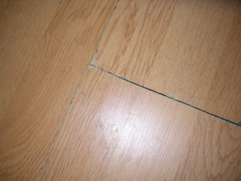 Как выглядит ламинат, когда расходятся панели