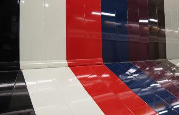 Глянцевые панели насыщенной окраски