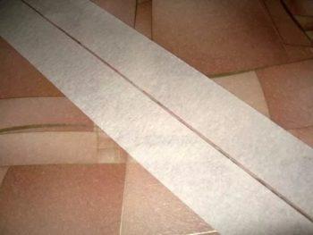 Малярный скотч не позволит связующему составу растечься по полу