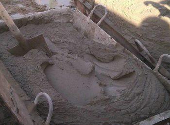 Цементно-песчаная выравнивающая стяжка пола своими руками