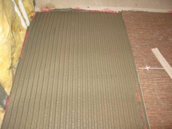 Можно ли добавлять песок в плиточный клей