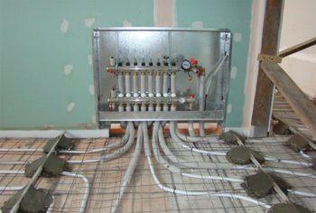 В процессе монтажа теплого пола проводится установка обвязки