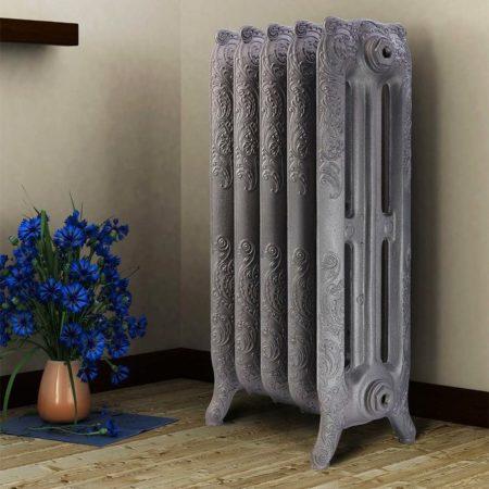 Чугунный радиатор отопления в квартире